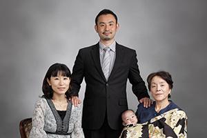 写真館で残す家族写真。一緒に思い出の家族写真を創りませんか?