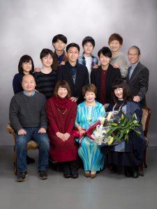 市川様喜寿12人家族写真